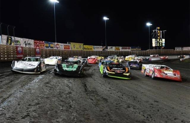 Late Models salute to the Knoxville Crowd at Knoxville